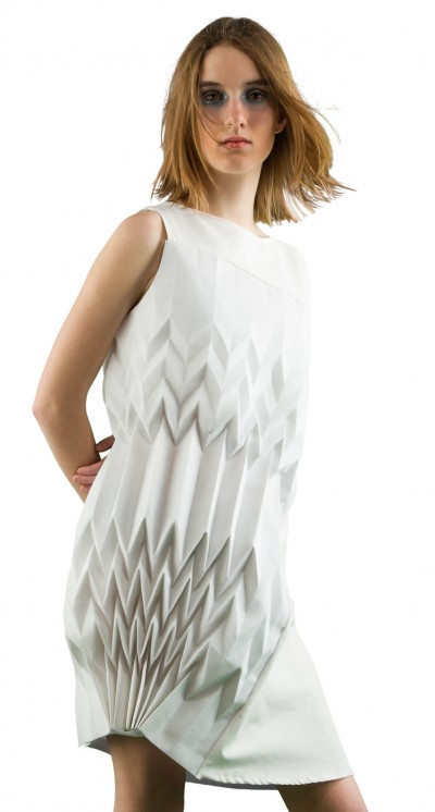Cheng Zeng – Interactive Motorized Paper Dress